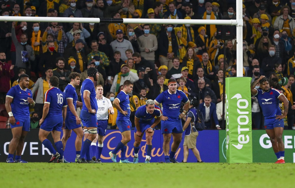 French players react as Australias' Noah Lolesio kicks the match winning penalty during the rugby international between France and Australia at Suncor...