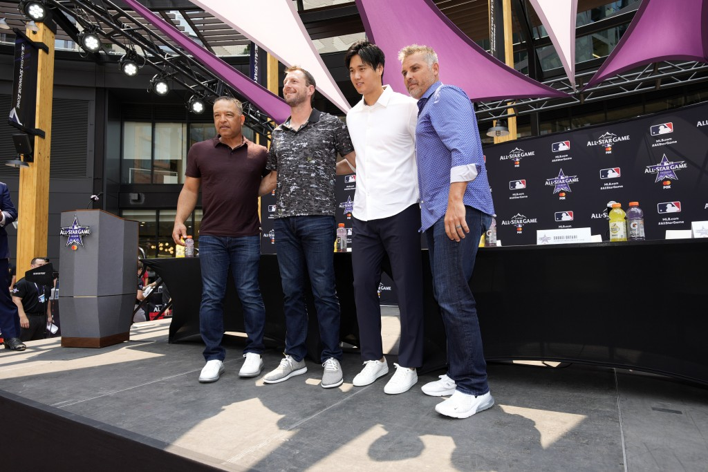 From left; National League manager Dave Roberts, of the Los Angeles Dodgers, National League's Max Scherzer, of the Washington Nationals, American Lea...