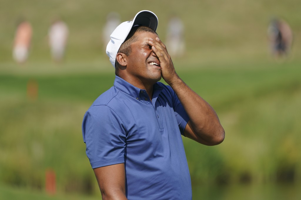 Jhonattan Vegas reacts after missing a putt on the 16th hole during the final round of the 3M Open golf tournament in Blaine, Minn., Sunday, July 25, ...