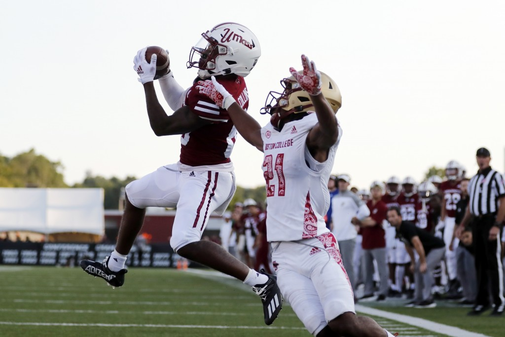 Massachusetts wide receiver Eric Collins (80) makes a touchdown catch against Boston College defensive back Josh DeBerry (21) during the second half o...