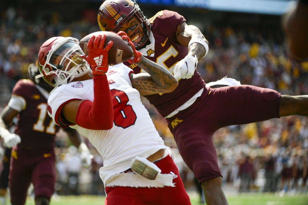 Miami-Ohio wide receiver Mac Hippenhammer (8) catches a 33-yard pass for a touchdown in front of Minnesota defensive back Coney Durr during the second...