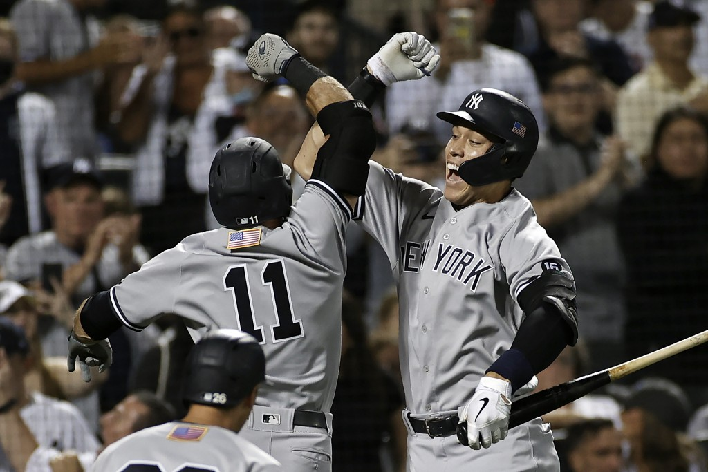 New York Yankees' Aaron Judge, right, congratulates Brett Gardner on hitting a two-run home run against the New York Mets during the second inning of ...