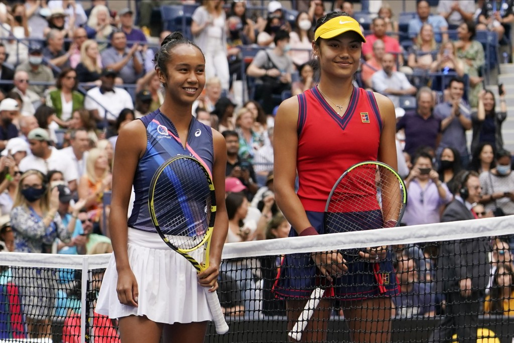 Leylah Fernandez, of Canada, left, and Emma Raducanu, of Britain, pose for a photo before playing in the women's singles final of the US Open tennis c...