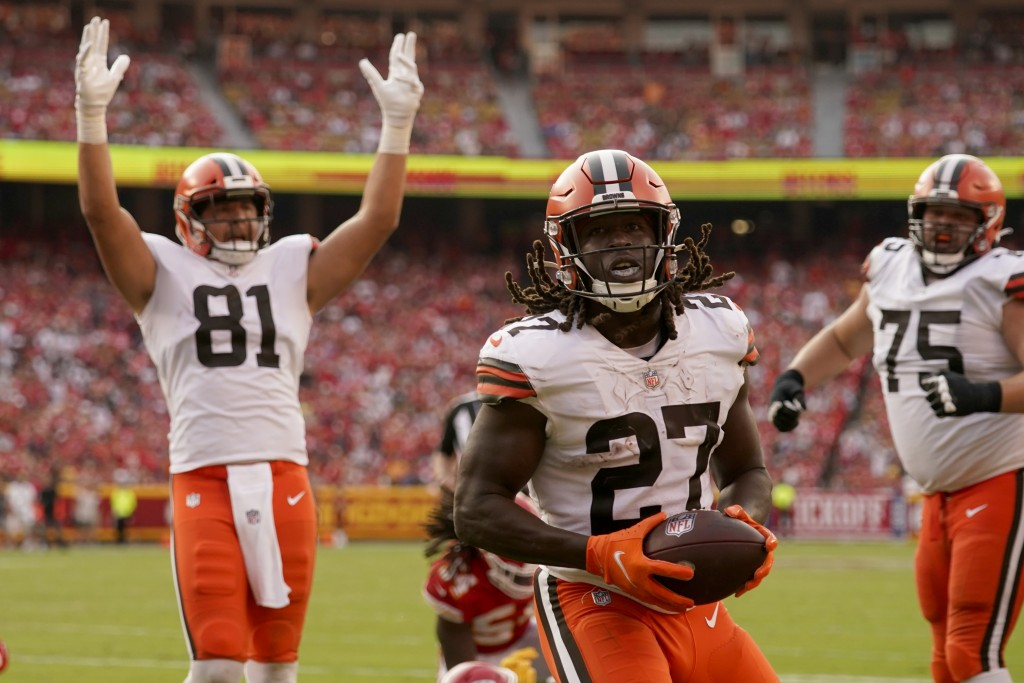 Cleveland Browns running back Kareem Hunt (27) scores as teammate Austin Hooper (81) celebrates during the second half of an NFL football game against...