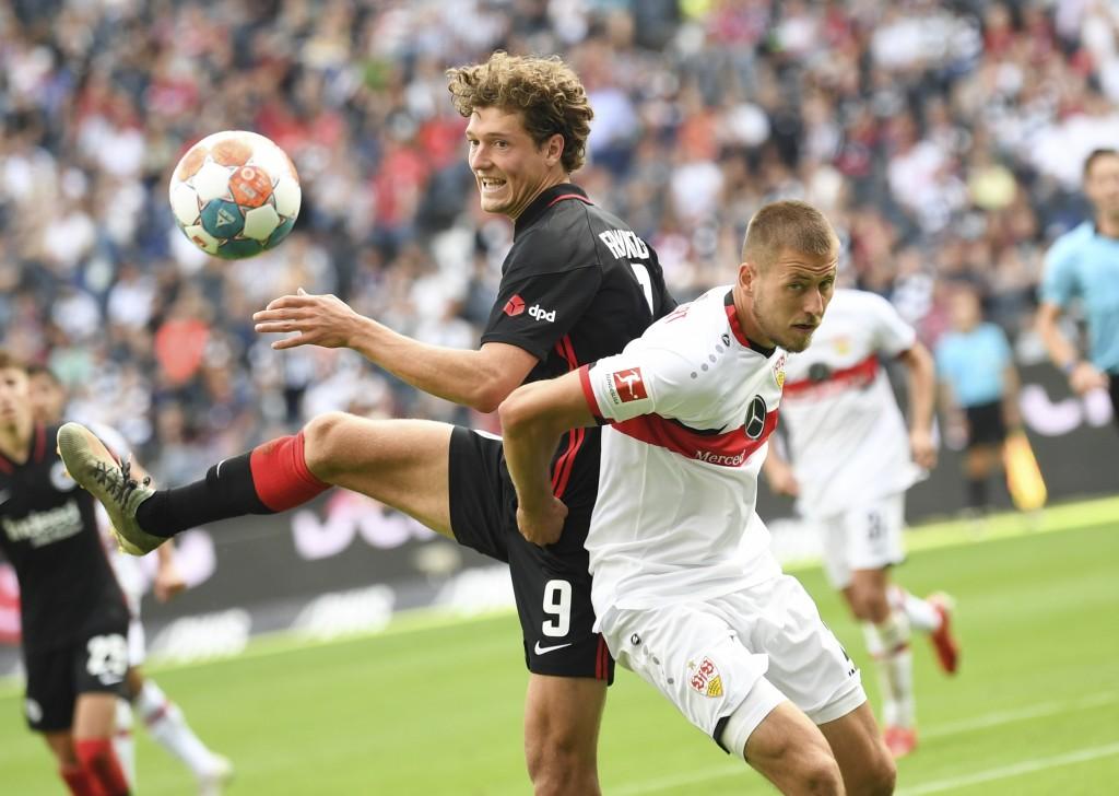 Frankfurt's Sam Lammers, left, and Stuttgart's Waldemar Anton fight for the ball during the German Bundesliga soccer match between Eintracht Frankfurt...