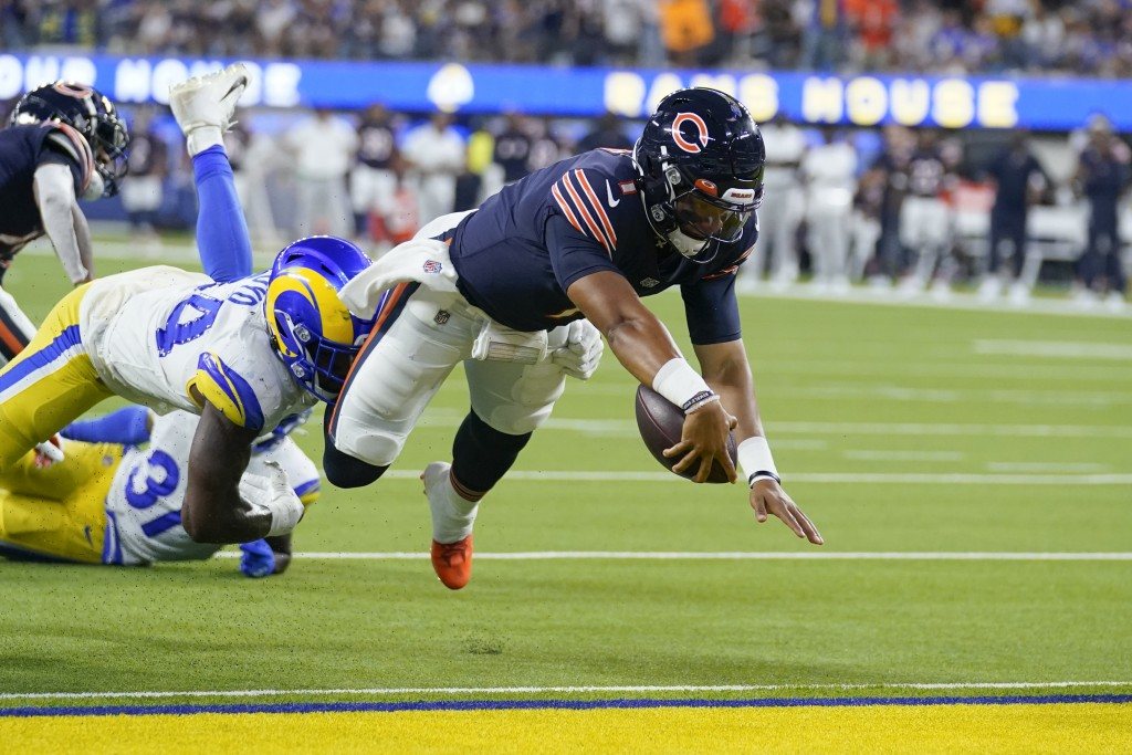 Chicago Bears quarterback Justin Fields scores a touchdown during the second half of an NFL football game against the Los Angeles Rams, Sunday, Sept. ...