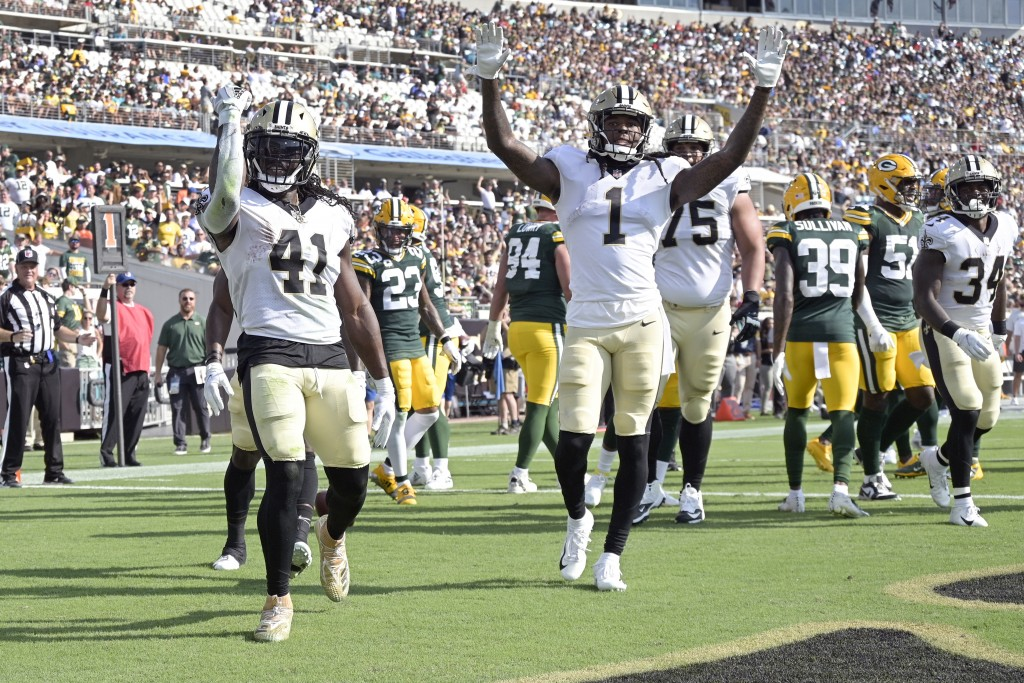 New Orleans Saints running back Alvin Kamara (41) celelbrates his touchdown against the Green Bay Packers with teammates including wide receiver Marqu...