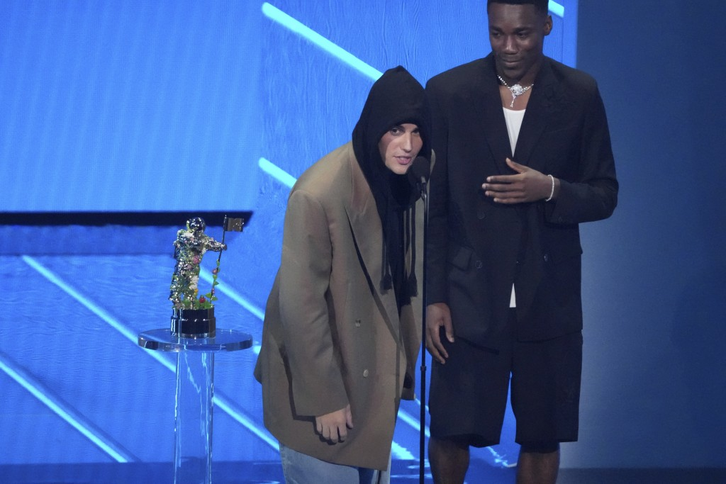"""Justin Bieber, left, and Giveon accept the award for best pop song for """"Peaches"""" at the MTV Video Music Awards at Barclays Center on Sunday, Sept. 12,..."""