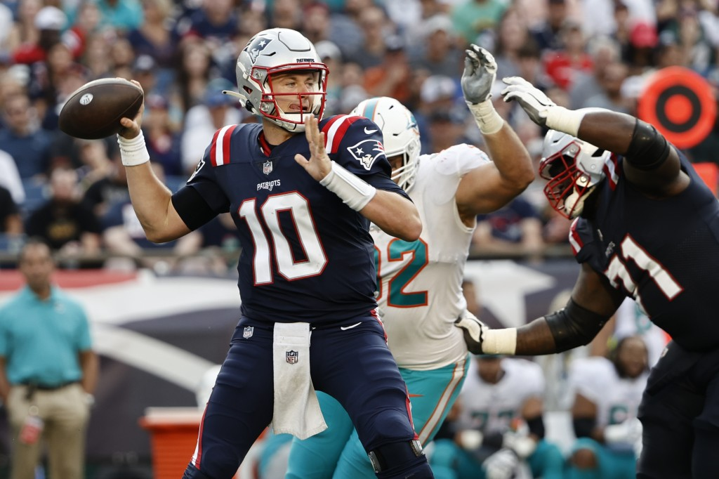 New England Patriots quarterback Mac Jones (10) looks to pass during the first half of an NFL football game against the Miami Dolphins, Sunday, Sept. ...