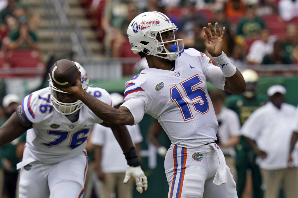 Florida quarterback Anthony Richardson throws a pass against South Florida during the first half of an NCAA college football game Saturday, Sept. 11, ...