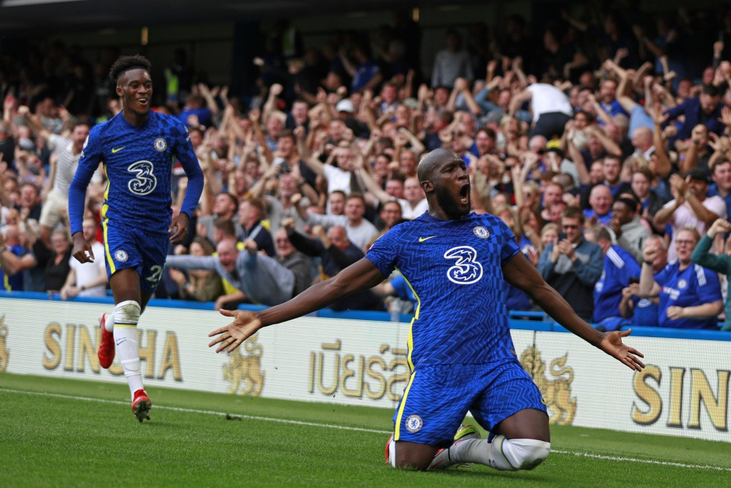 Chelsea's Romelu Lukaku, right, celebrates after scoring his side's opening goal during the English Premier League match between Chelsea and Aston Vil...