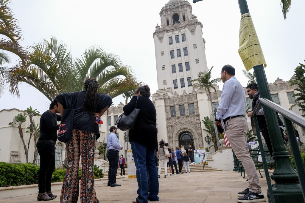 Voters wait in line to cast their ballots for the California gubernatorial recall election at a vote center set up in the Beverly Hills City Hall, Tue...