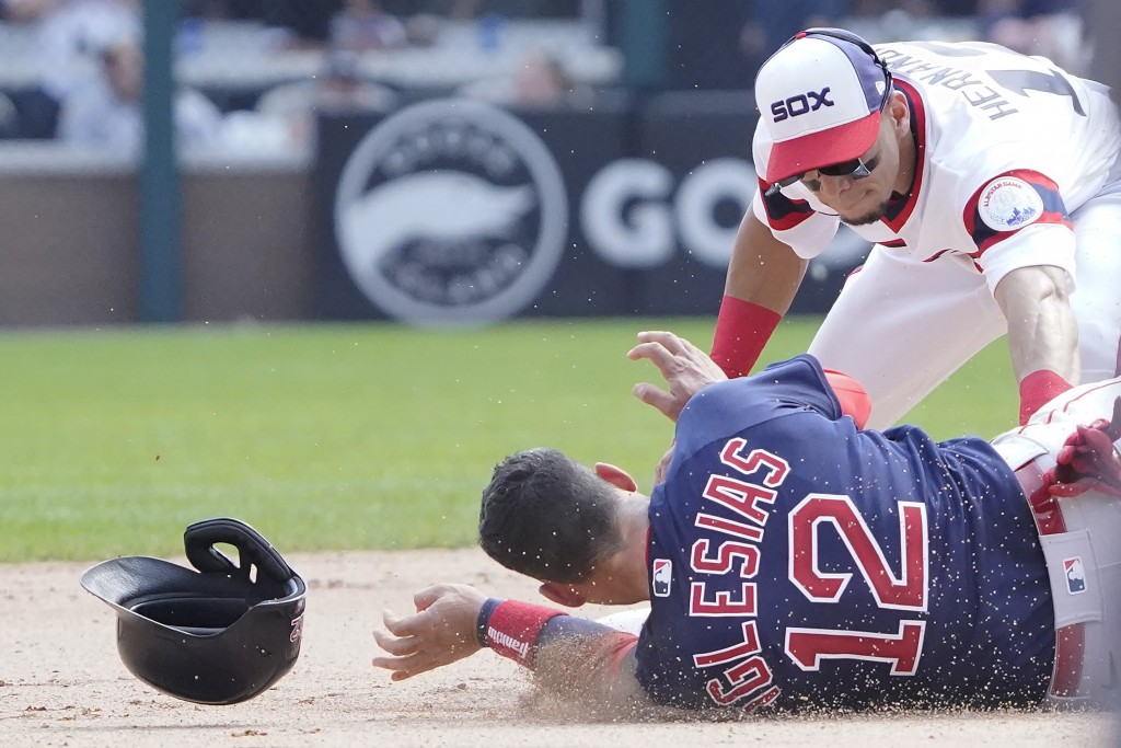 Chicago White Sox second baseman Cesar Hernandez, right, tags out Boston Red Sox's Jose Iglesias (12) at second base during the sixth inning of a base...