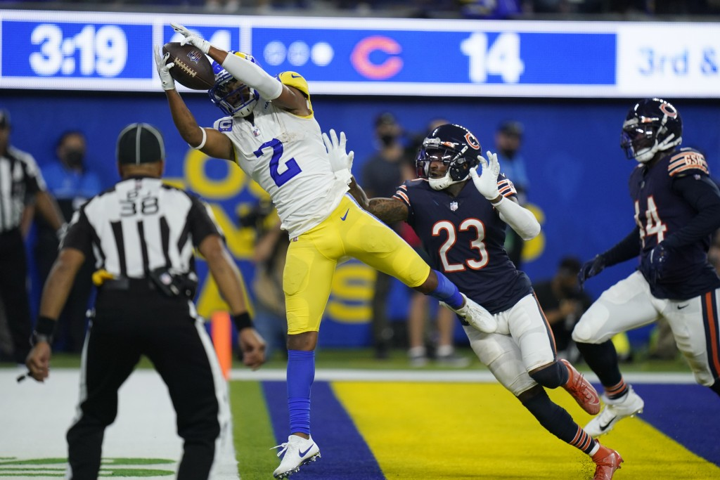 Los Angeles Rams wide receiver Robert Woods makes a catch in the end zone for a touchdown as Chicago Bears defensive back Marqui Christian (23) defend...