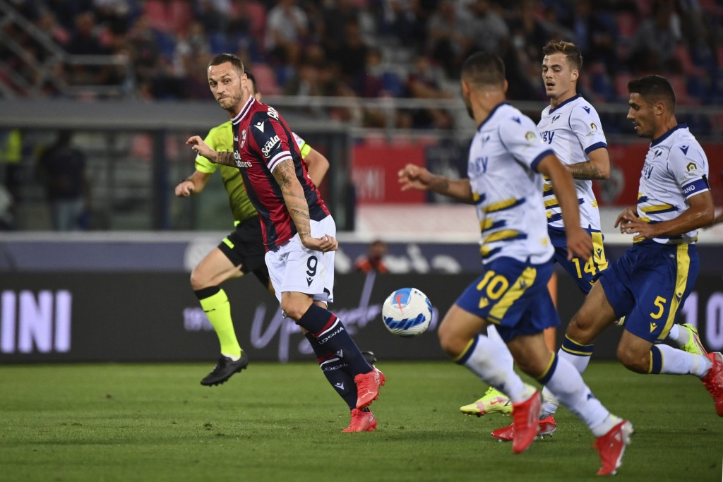 Bologna's Marko Arnautovic, left, in action during the Italian Serie A soccer match between Bologna and Verona at the Renato Dall'Ara stadium in Bolog...