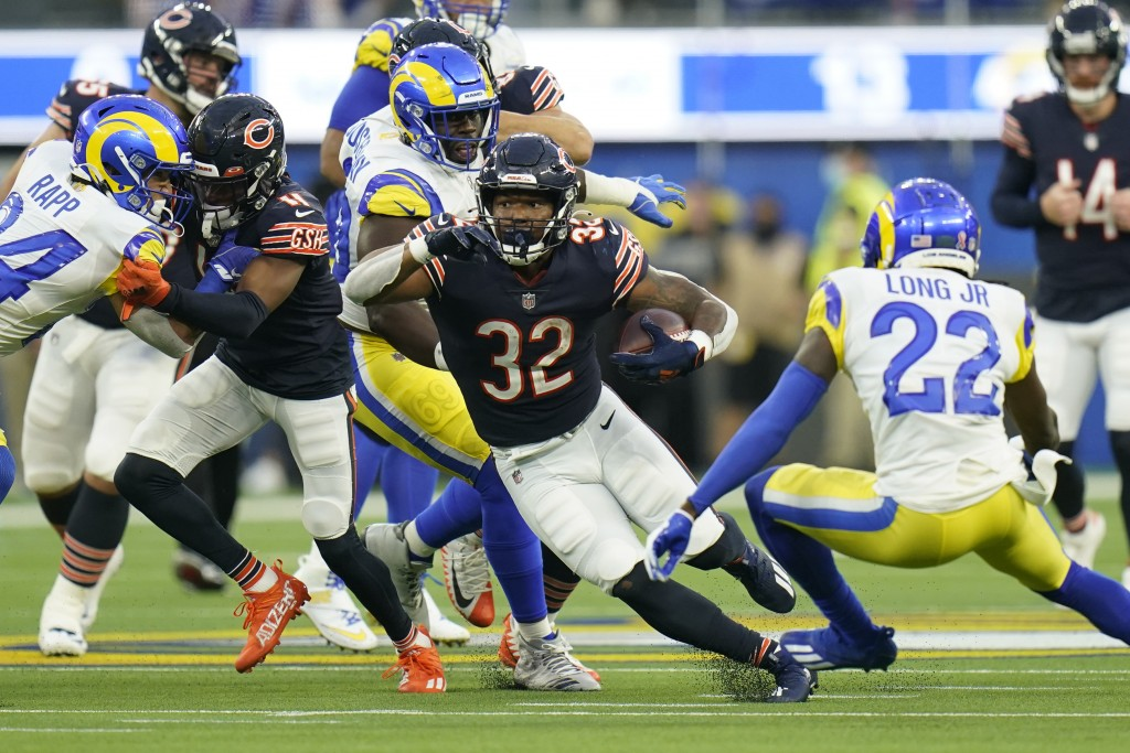 Chicago Bears running back David Montgomery (32) runs with the ball during the first half of an NFL football game against the Los Angeles Rams, Sunday...