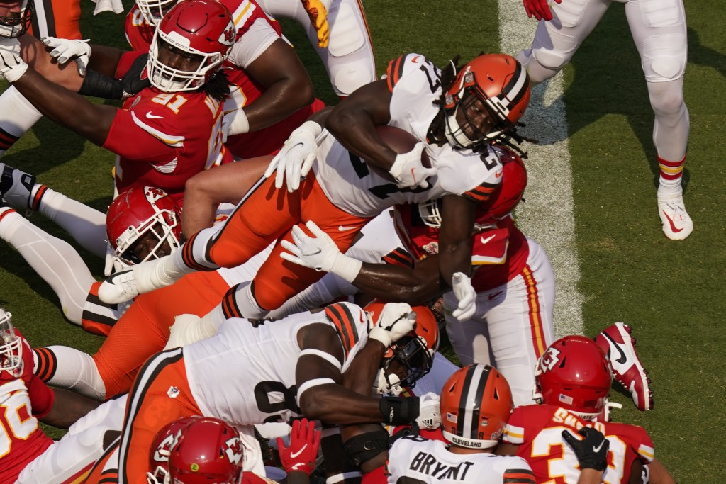 Cleveland Browns running back Kareem Hunt (27) scores a 2-point conversion during the first half of an NFL football game against the Kansas City Chief...