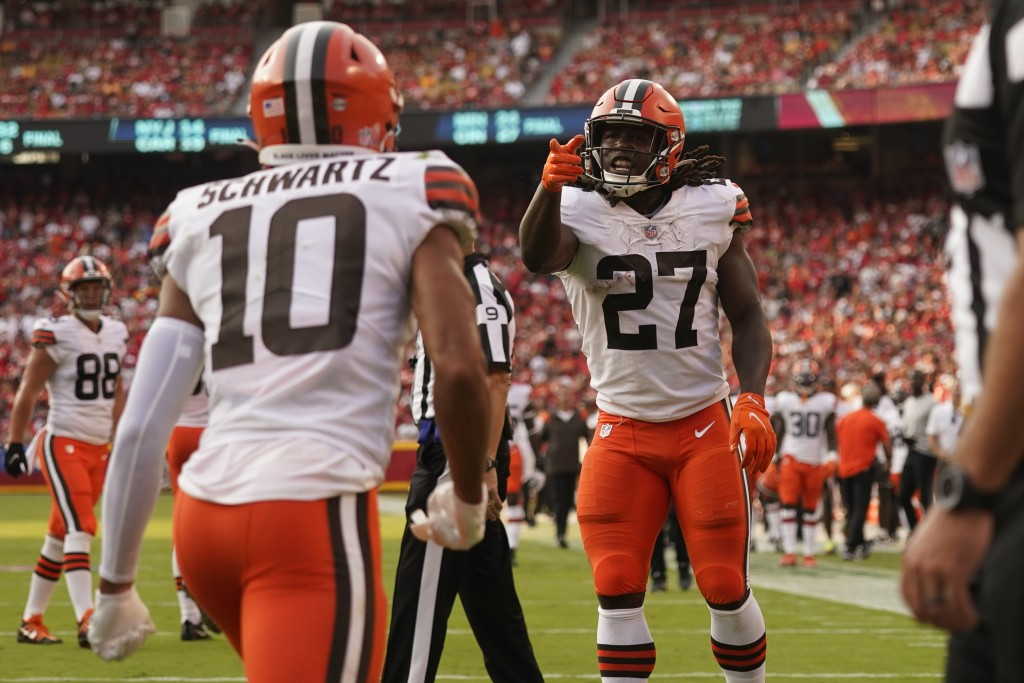 Cleveland Browns running back Kareem Hunt (27) celebrates after scoring during the second half of an NFL football game against the Kansas City Chiefs ...