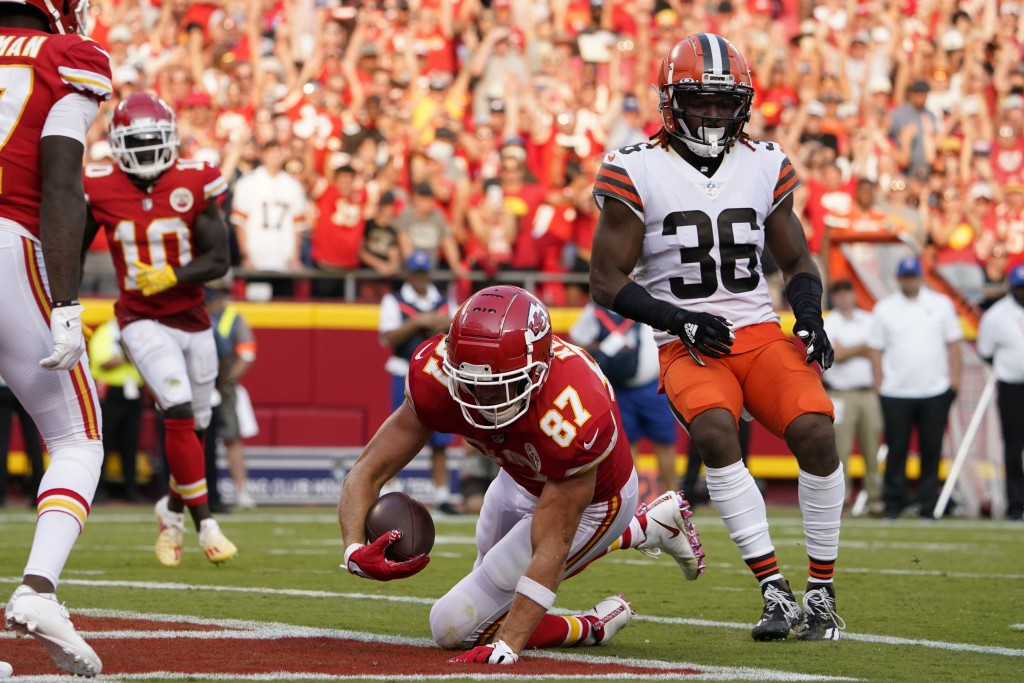 Kansas City Chiefs tight end Travis Kelce (87) scores past Cleveland Browns safety M.J. Stewart Jr. (36) during the second half of an NFL football gam...