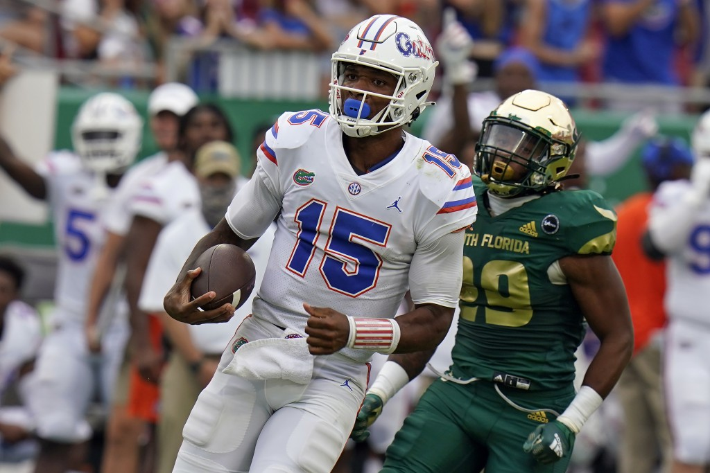 Florida quarterback Anthony Richardson (15) gets past South Florida linebacker Brian Norris (29) on an 80-yard touchdown run during the second half of...