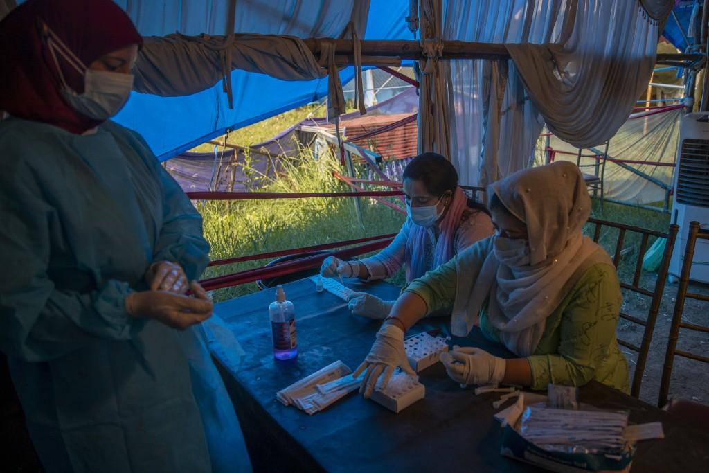 Kashmiri health workers test nasal swab samples for COVID-19 in Srinagar, Indian controlled Kashmir, Tuesday, Sept.14, 2021. (AP Photo/ Dar Yasin)