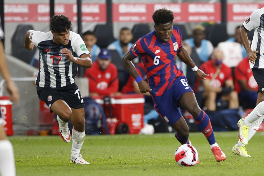 United States' Yunus Musah, right, tries to dribble past Costa Rica's Yeltsin Tejeda during the first half of a World Cup qualifying soccer match Wedn...