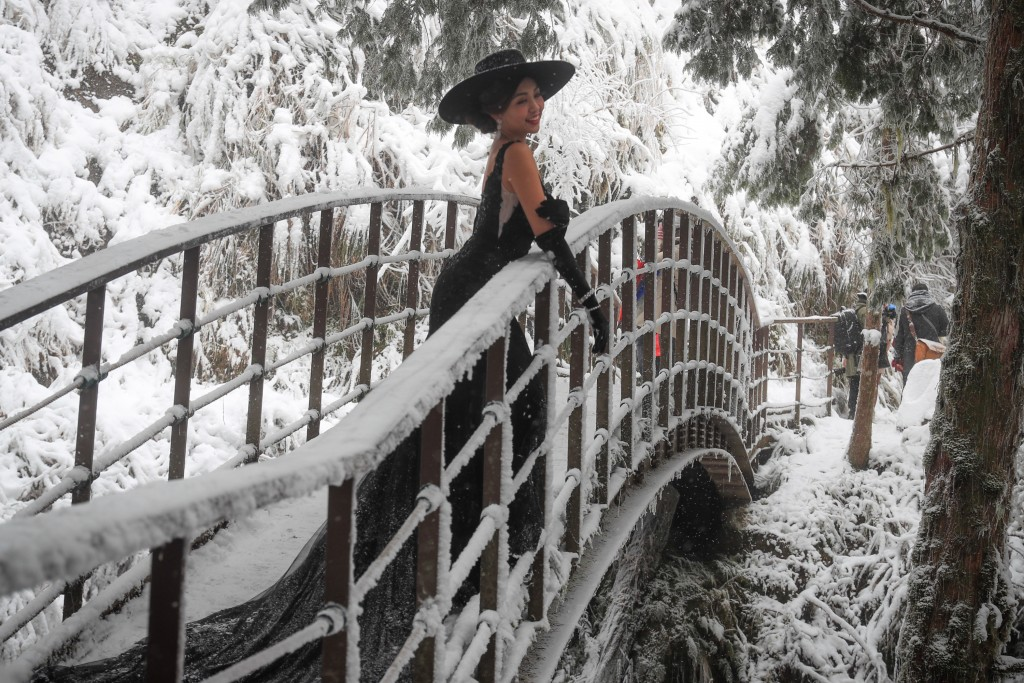 Woman poses for photo on bridge on Taipingshan.