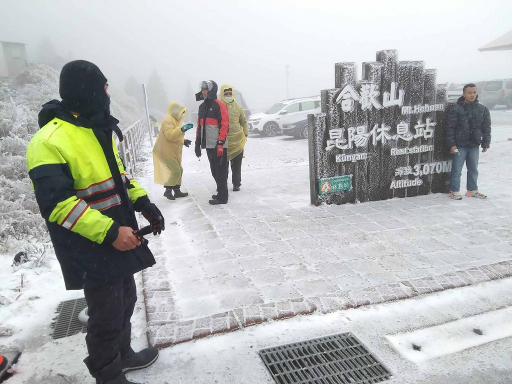 Taiwan's Hehuanshan sees biggest snowfall of winter