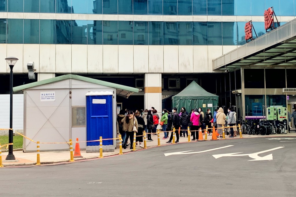 People waiting in line to be tested for coronavirus in front of Taoyuan General Hospital.
