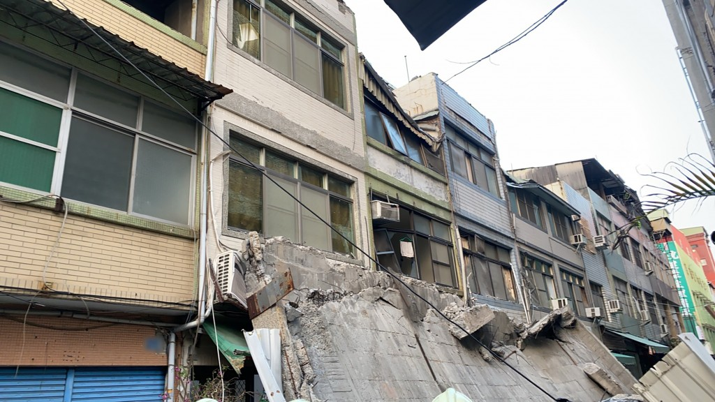 Update: Building collapses in Taiwan's Kaohsiung after 5.0 quake