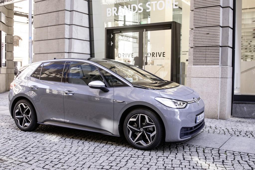 隨著行車輔助系統、電動車和自動駕駛逐漸成熟,汽車 工業對晶片需求將只增不減。