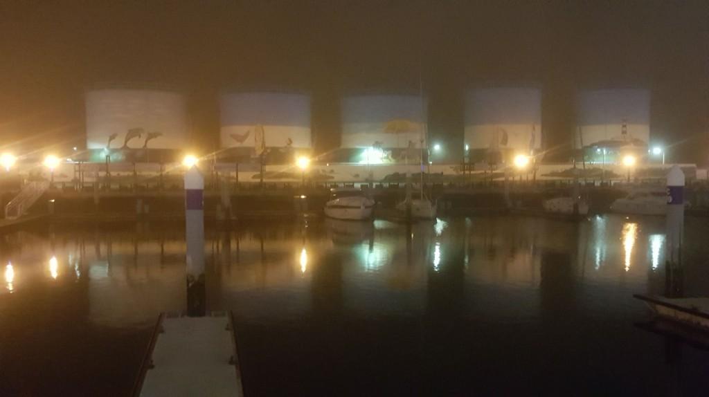澎湖14日晚籠罩在平流霧裡,澎湖機場受到影響,多班次航班遭取消