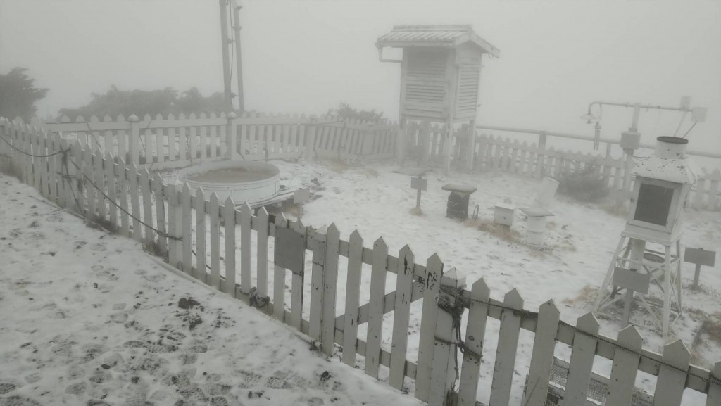 Snowfall on Yushan Weather Station.