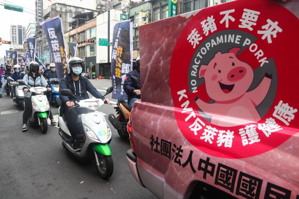 國民黨今(2021)年3月曾發動車隊掃街,宣傳反萊豬公投案,籲民眾支持連署。