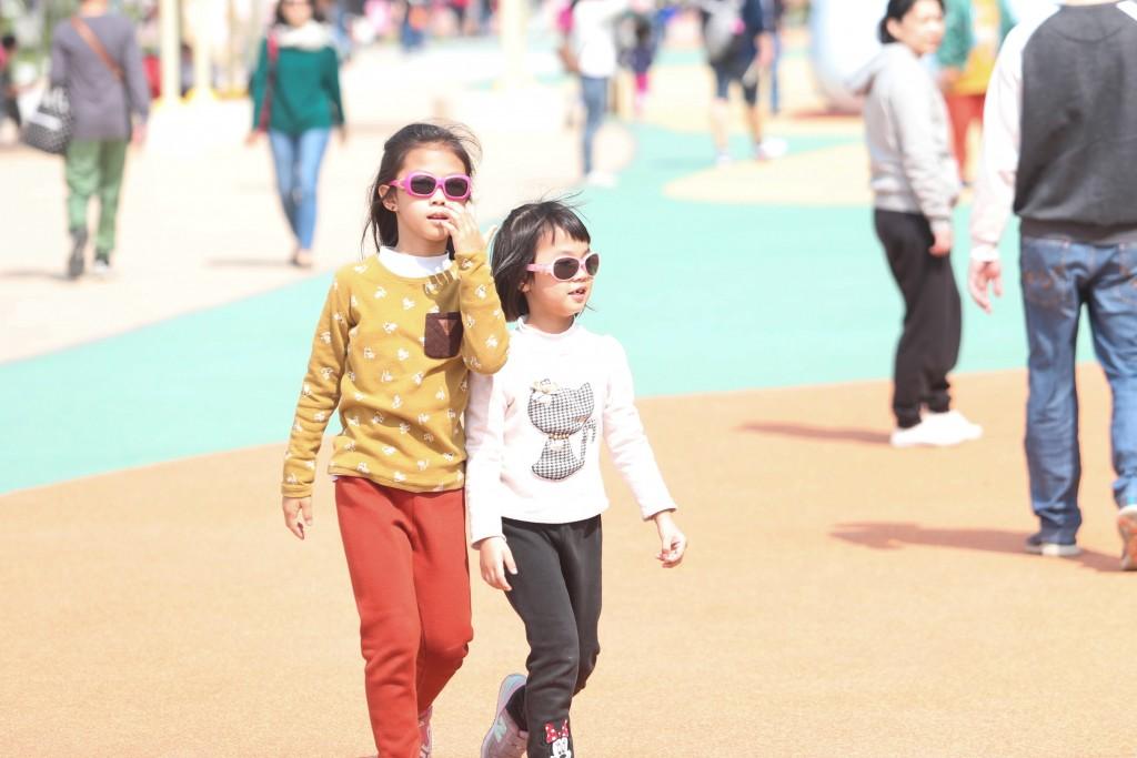 周末北台灣明顯回暖,各地白天氣溫暖微熱。