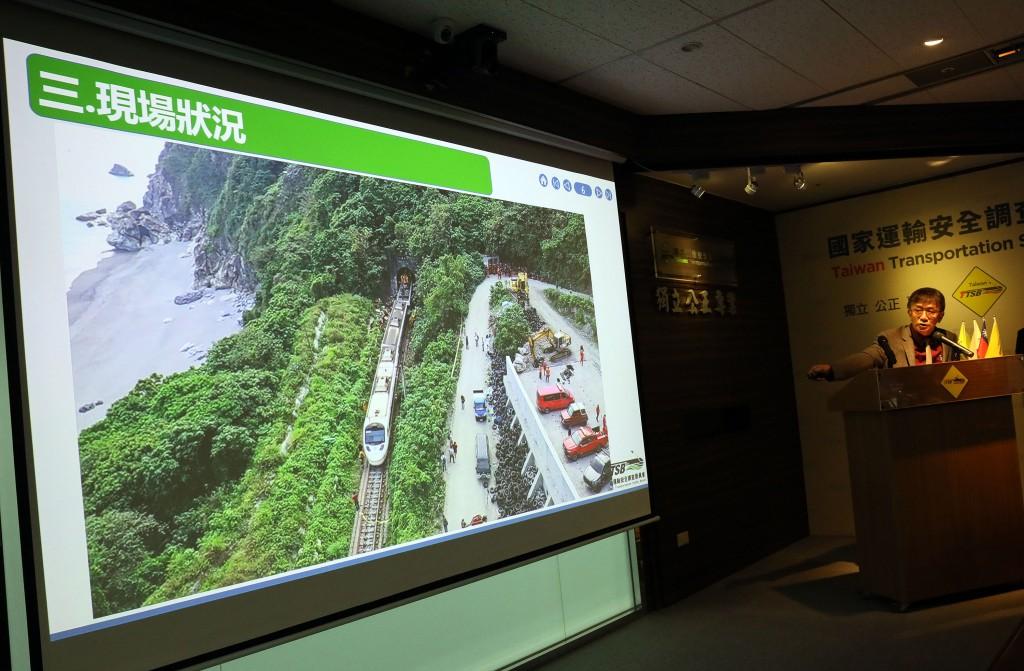運安會主委楊宏智傍晚在台北記者會中出示目前蒐證資料圖片並指出,肇因與工程車未拉煞車或煞車故障都有可能。