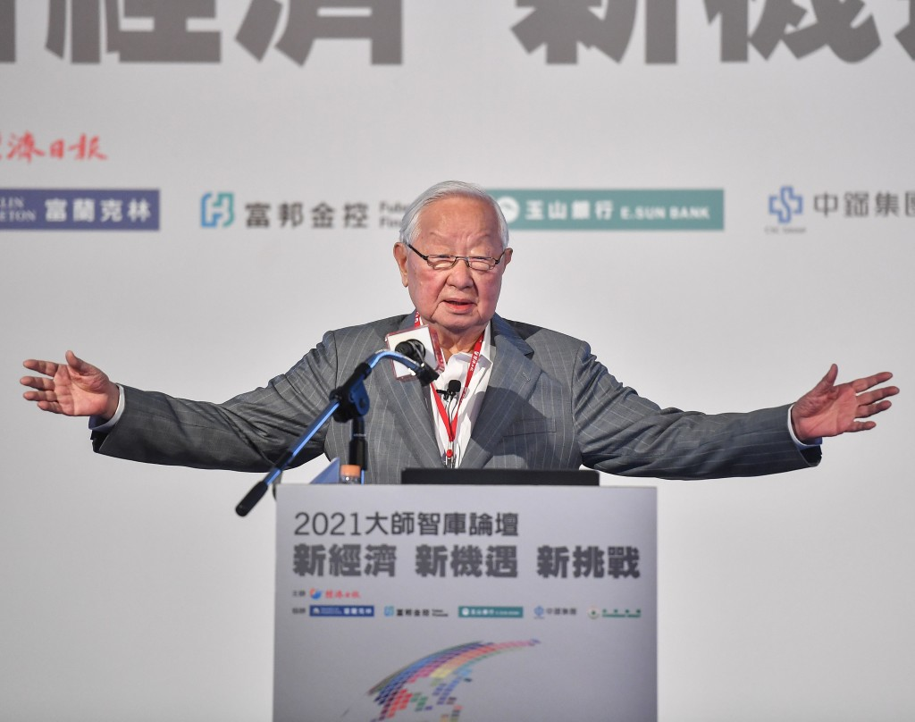 TSMC founder and former CEO Morris Chang speaks at forum in Taipei April 21.
