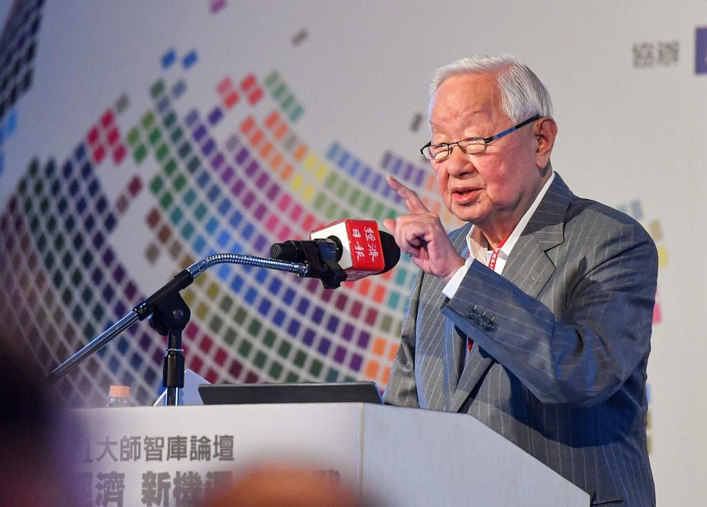 台積電創辦人張忠謀21日出席2021大師智庫論壇,以「 珍惜台灣半導體晶圓製造的優勢」為題發表演說,他認為中國半導體製造落後台積電5年以上...