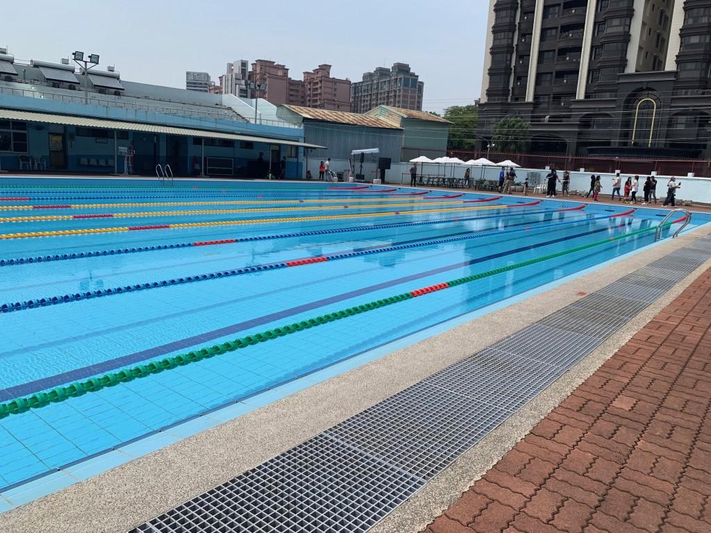中央流行疫情指揮中心指揮官陳時中今(6)日宣布8月10日開放游泳池的相關規定。
