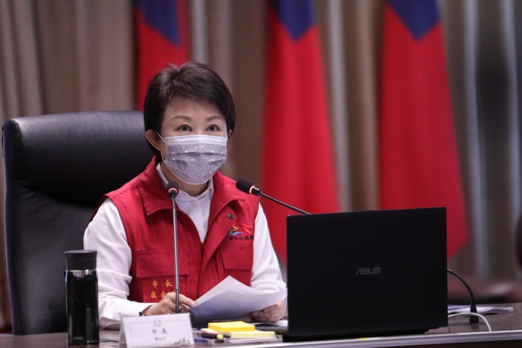 台中市長盧秀燕15日針對第三級警戒棋盤推演。 (來源:中央社)