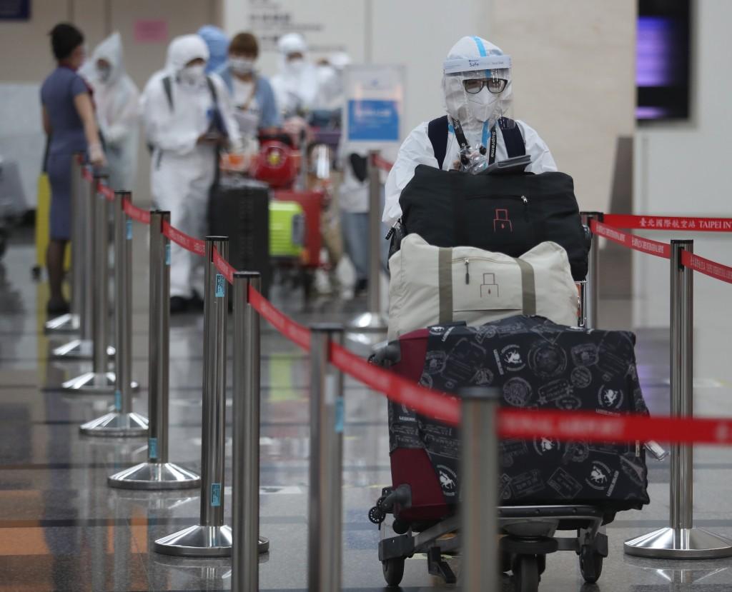 衛福部長陳時中今(11日)表示,出國不會因是否有打疫苗被阻斷進入,只是檢疫方式恐怕有差別。(圖/中央社)
