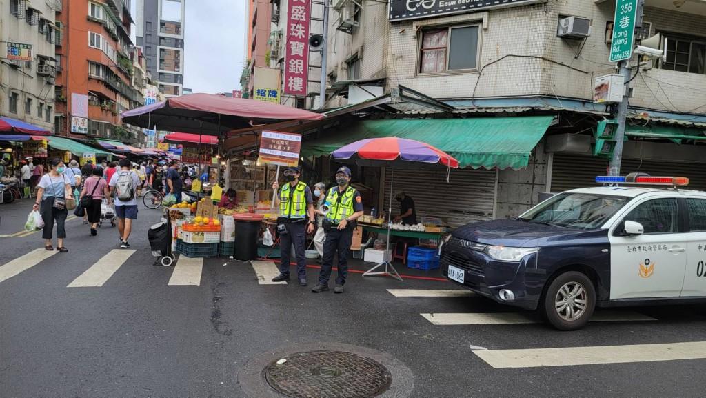 台北傳統市場現人潮 柯文哲:一周採買兩次就好
