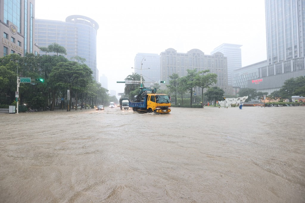 Flooding seen at intersection of Songren Road and Zhongxiao East Road in Taipei's Xinyi Distict.