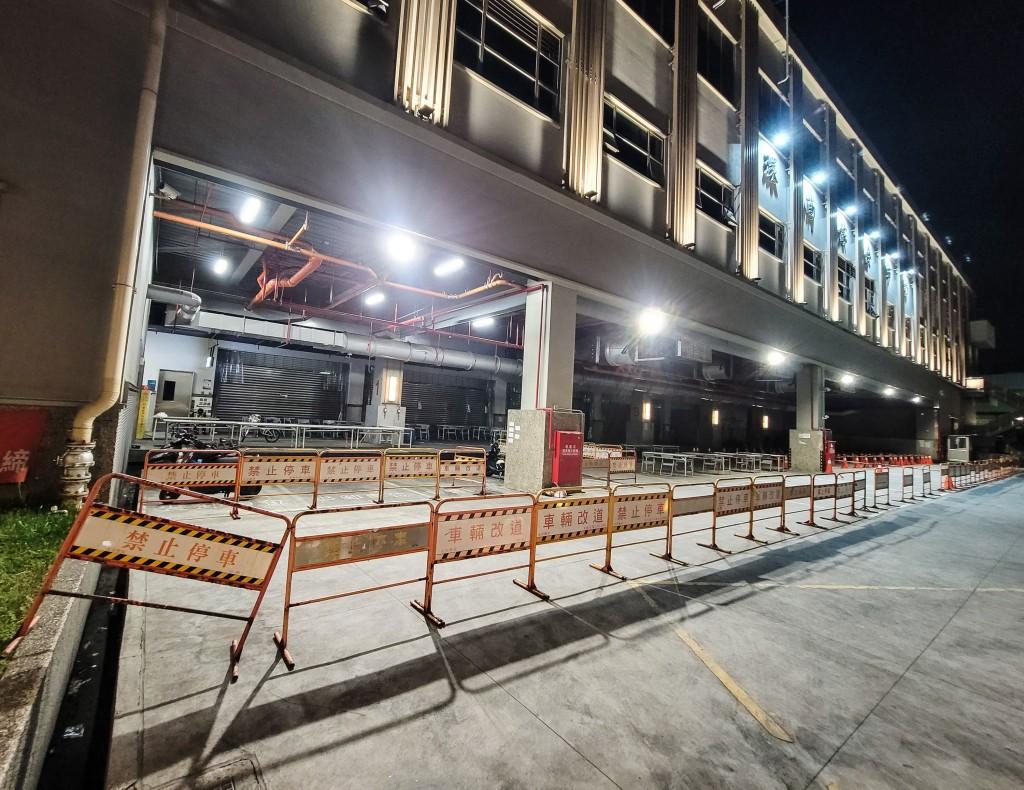 台北市環南市場3日凌晨布置出動線