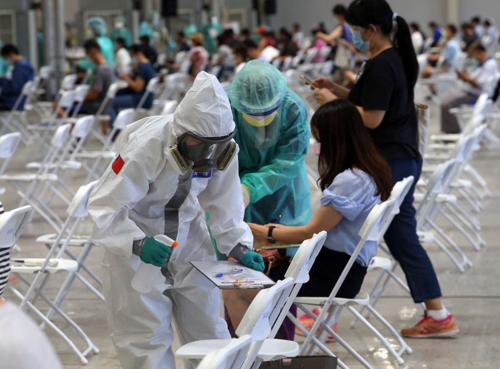 煙花颱風來襲恐妨礙疫苗接種,陳時中今(20)日表示,民眾若受影響將併入下一期施打疫苗。(圖/中央社)