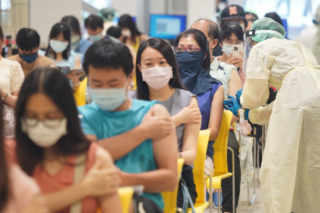 Taiwanese getting vaccinated on July 26.