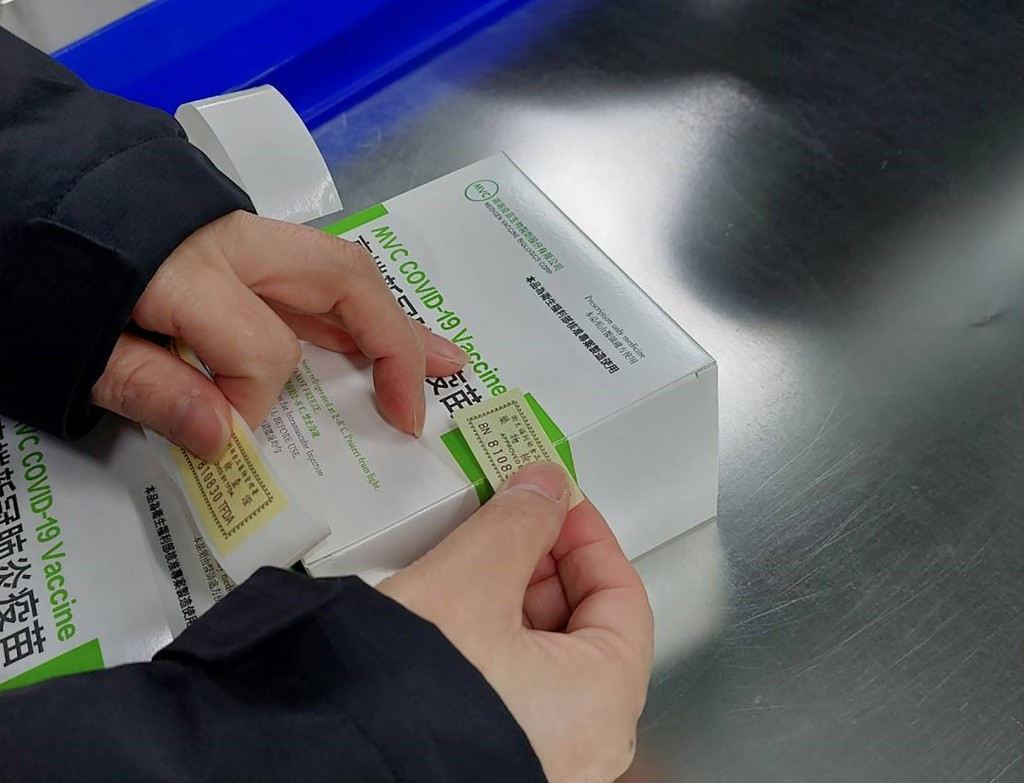 中央疫情指揮中心指揮官陳時中16日表示,已有超過61萬劑高端疫苗通過檢驗封緘,將在第六輪供民眾接種。