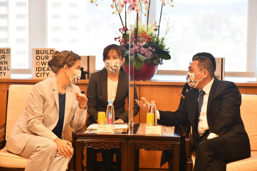 AIT Director Sandra Oudkirk has been meeting with Taiwanese officials. (CNA photo)