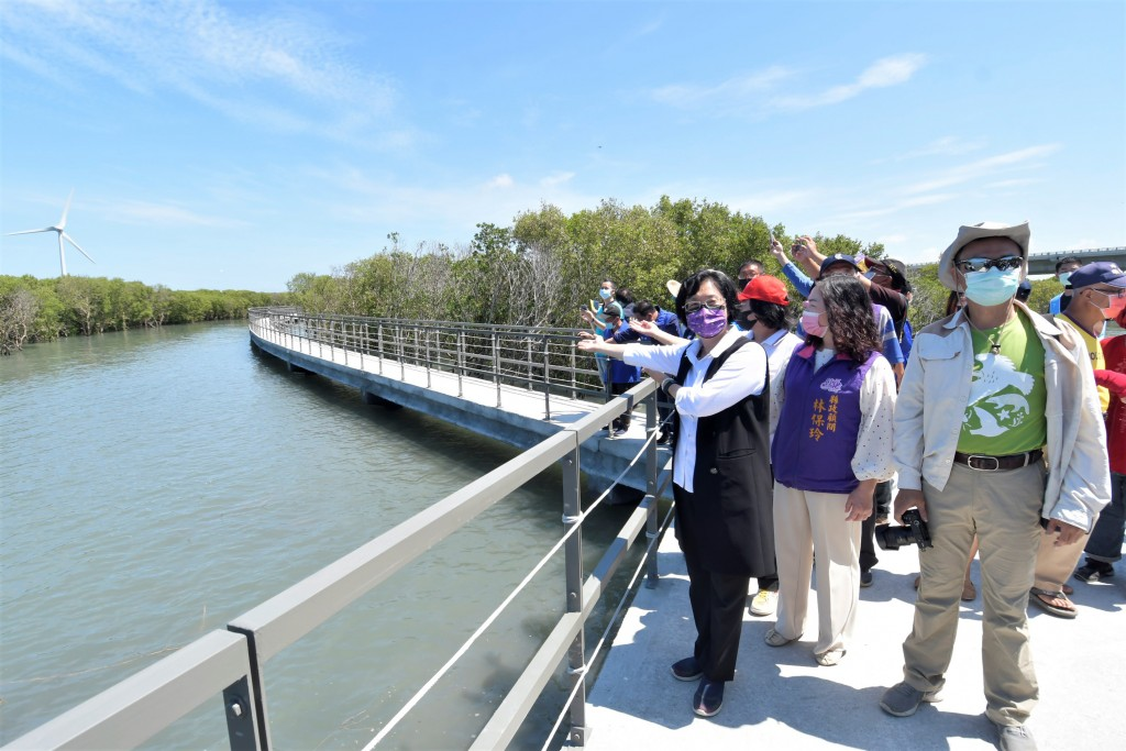 Changhua County's Fanyuan Wetlands walkway is now open to the public. (Changua County Government photo)