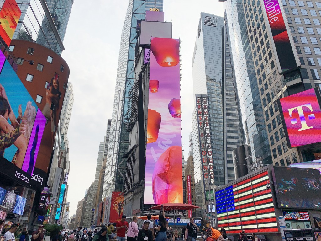 Sky lanterns 'released' in Times Square to promote Taiwan's inclusion in UN
